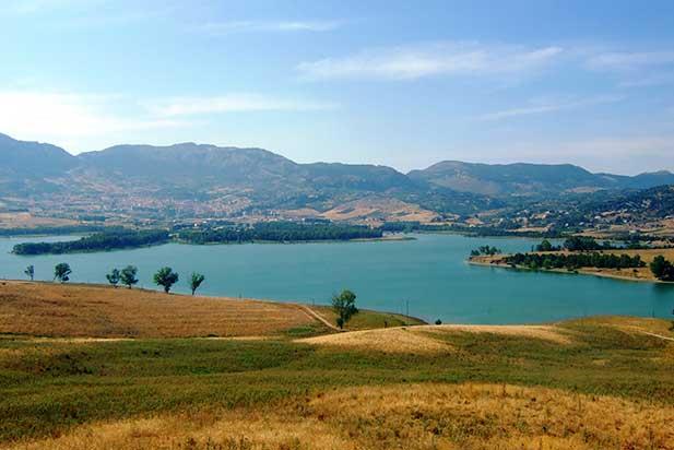 piana degli albanesi lake