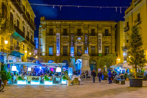 Palermo nightlife during Christmas time