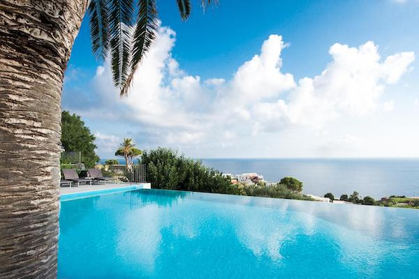 Hotel Ravesi Salina swimming pool